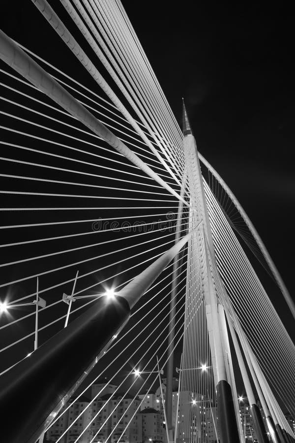 Arquitetura moderna da ponte - Jambatan Seri Wawasan fotos de stock royalty free