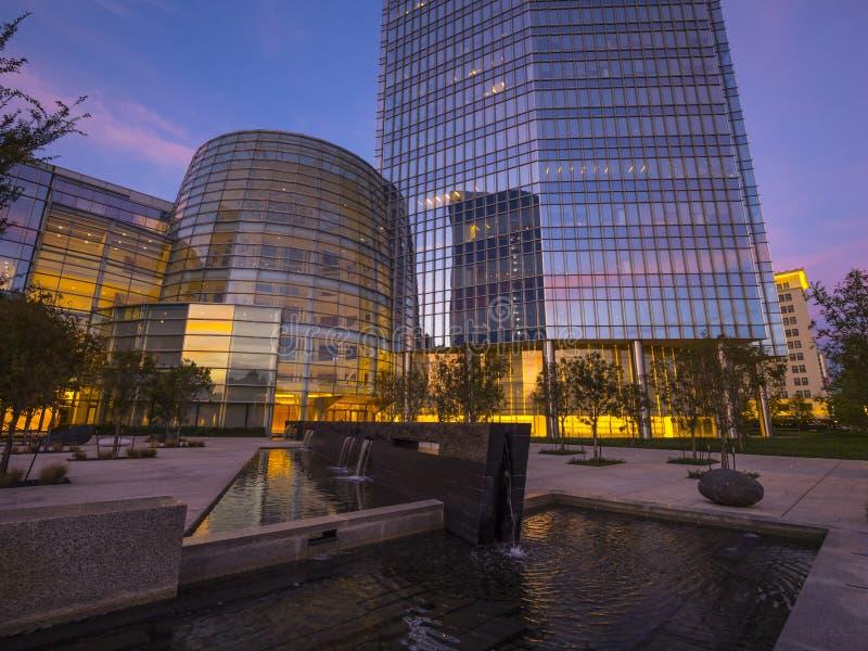 A arquitetura moderna de construções de Devon Energy no Oklahoma City fotos de stock royalty free