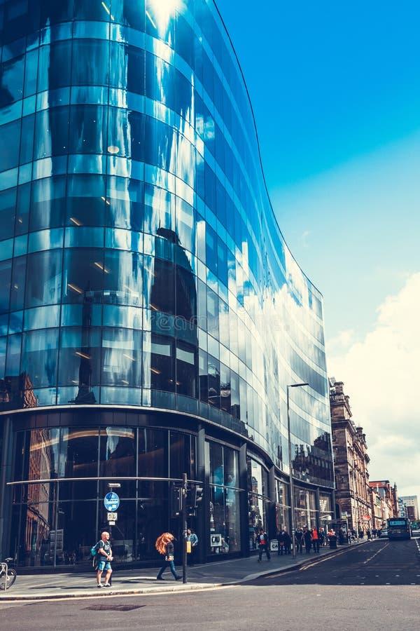 Arquitetura moderna, de vidro no centro de Glasgow fotos de stock royalty free