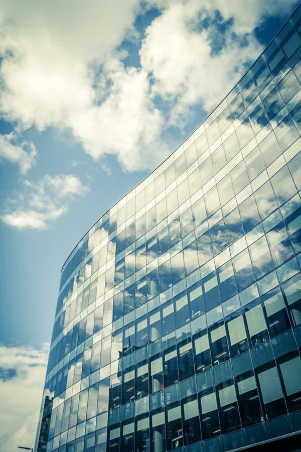 Arquitetura moderna, de vidro no centro de Glasgow, Escócia imagem de stock royalty free