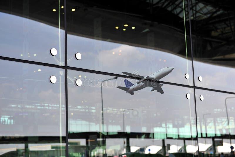 Arquitetura moderna do aeroporto fotografia de stock royalty free