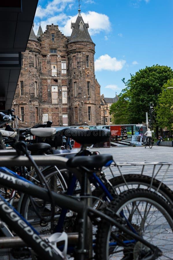 Arquitetura moderna e medieval em Edimburgo fotos de stock royalty free