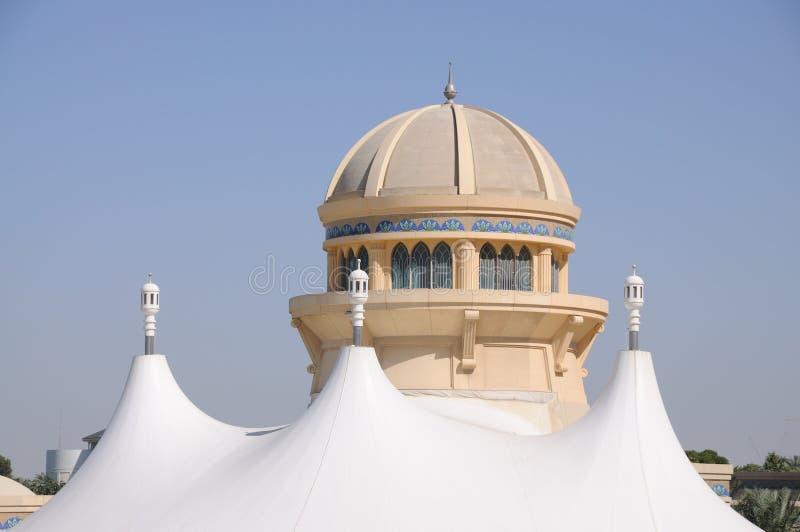 Arquitetura moderna em Dubai imagens de stock royalty free