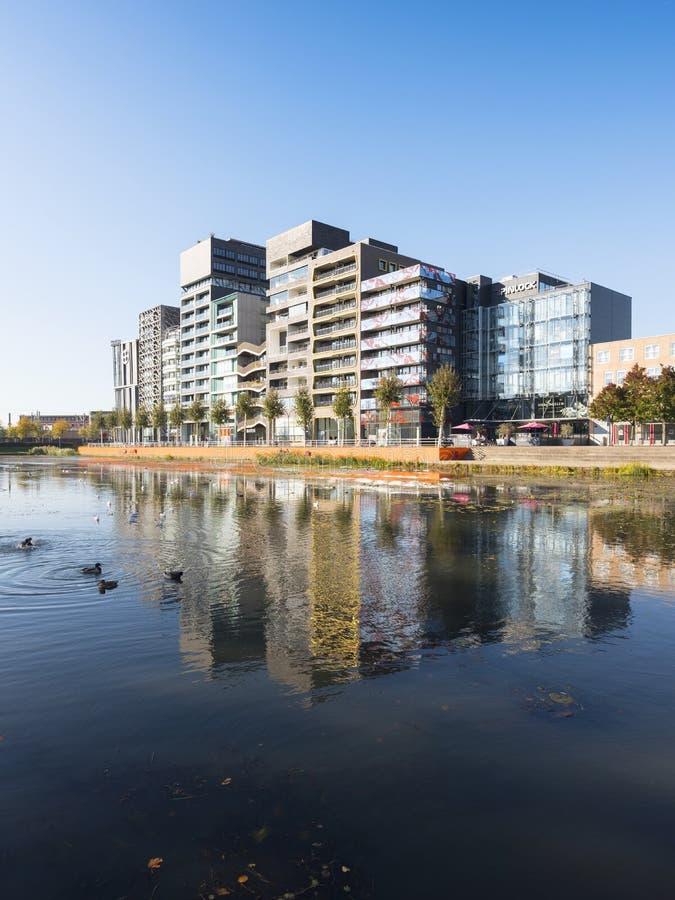 Arquitetura moderna na capital holandesa do lelystad da cidade de flevoland em holland imagens de stock