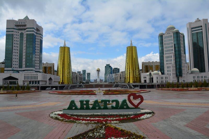 Arquitetura moderna na cidade Cazaquistão de Astana imagem de stock