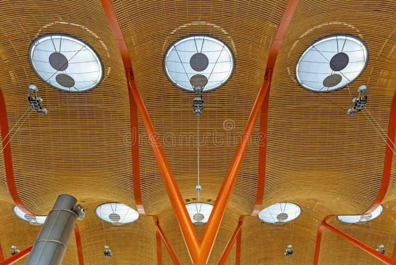 Arquitetura moderna no aeroporto de Barajas, Madri, Espanha imagem de stock