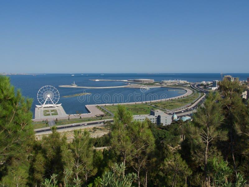 Arquitetura moderna no Azerbaijão, vista acima do mar fotos de stock royalty free