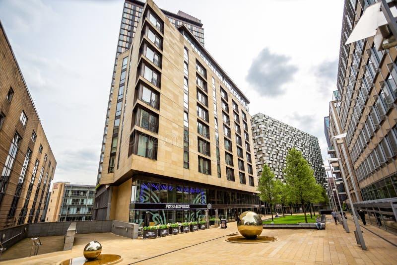 Arquitetura moderna no lugar Sheffield do ` s de St Paul fotos de stock royalty free
