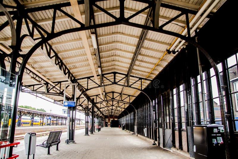 Arquitetura na estação roosendaal imagens de stock