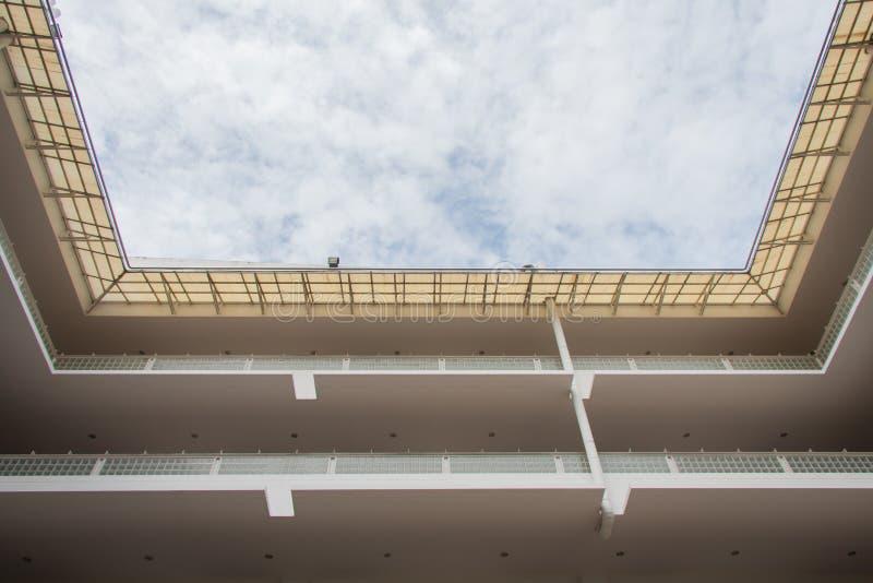Arquitetura na Universidade Tecnológica Banguecoque norte dos mongkut do rei foto de stock