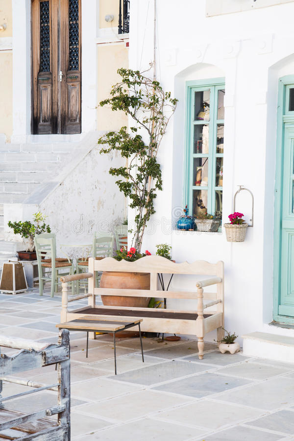 Arquitetura nos Cyclades Construções gregas da ilha com ela ty fotos de stock