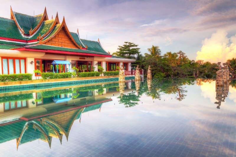 Arquitetura oriental do estilo em Tailândia imagens de stock royalty free