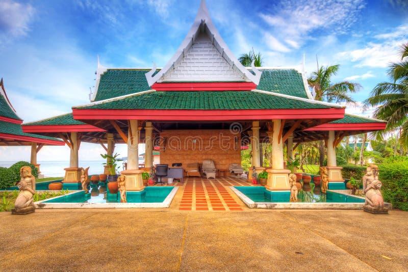 Arquitetura oriental na praia imagem de stock royalty free