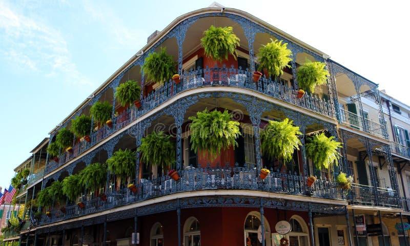 Arquitetura original clássica da casa colorida do bairro francês de Nova Orleães imagem de stock royalty free