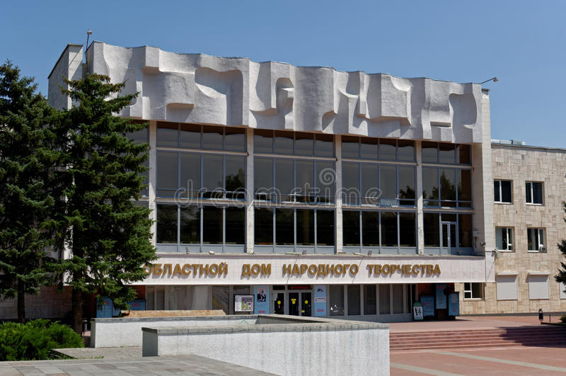 Arquitetura soviética - casa regional da arte popular Karl Marx Square, Rostov-On-Don, Rússia 2 de agosto de 2016 imagens de stock royalty free