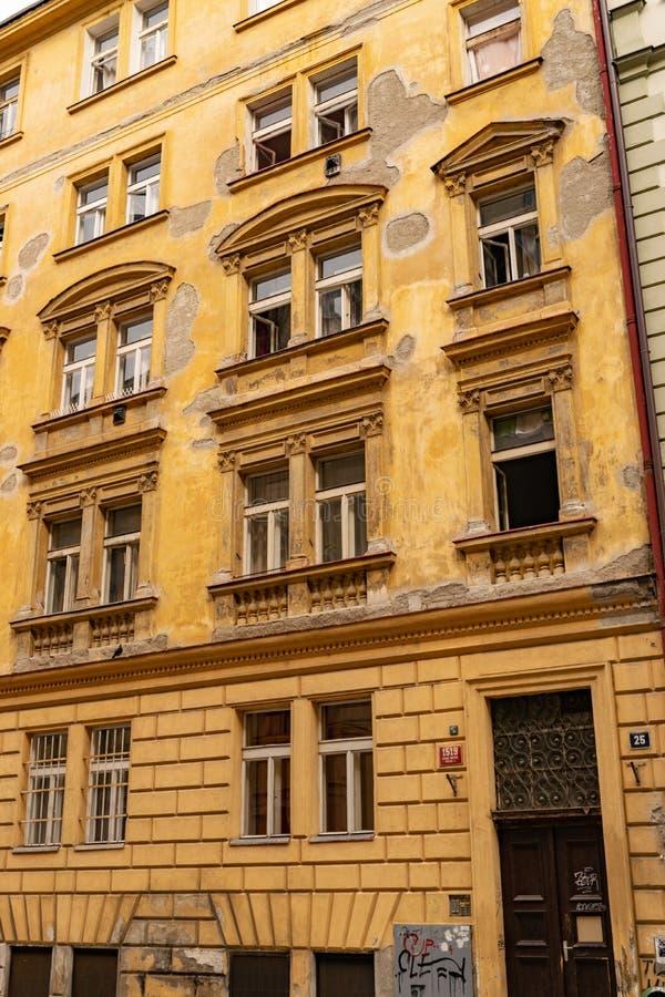 Arquitetura típica de Praga foto de stock royalty free