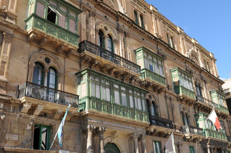 Arquitetura tradicional de casas históricas em valletta em Malta fotografia de stock royalty free