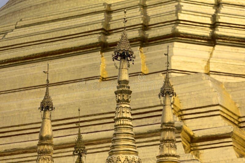 Arquitetura tradicional do templo do stupa dourado no pagode Yangon Myanmar 3Sudeste Asiático do shwedagon fotos de stock royalty free