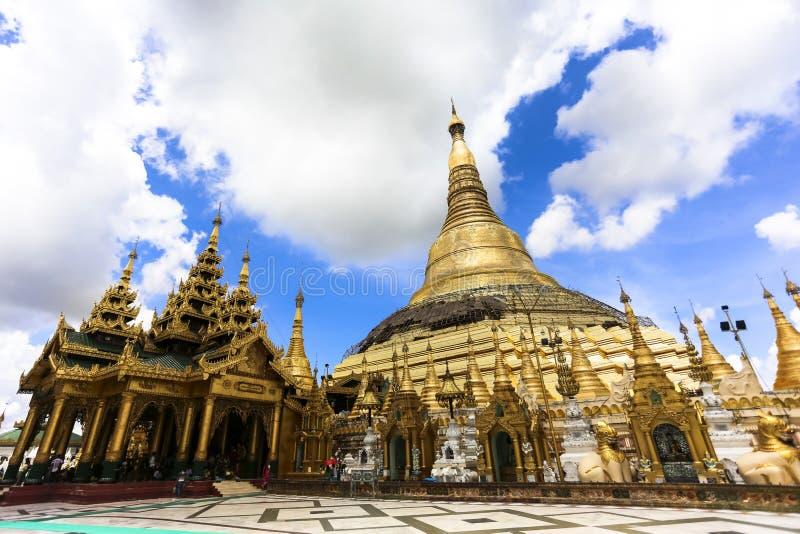 Arquitetura tradicional do templo do stupa dourado no pagode Yangon Myanmar 3Sudeste Asiático do shwedagon fotos de stock
