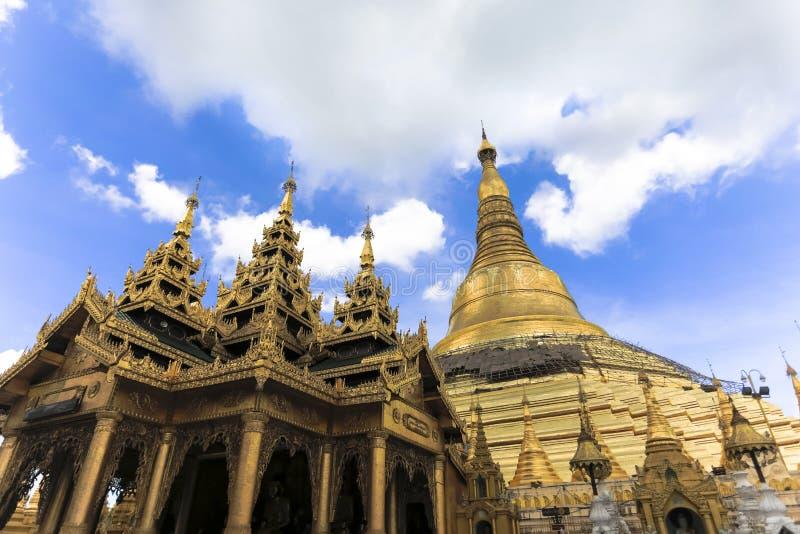 Arquitetura tradicional do templo do stupa dourado no pagode Yangon Myanmar 3Sudeste Asiático do shwedagon imagens de stock