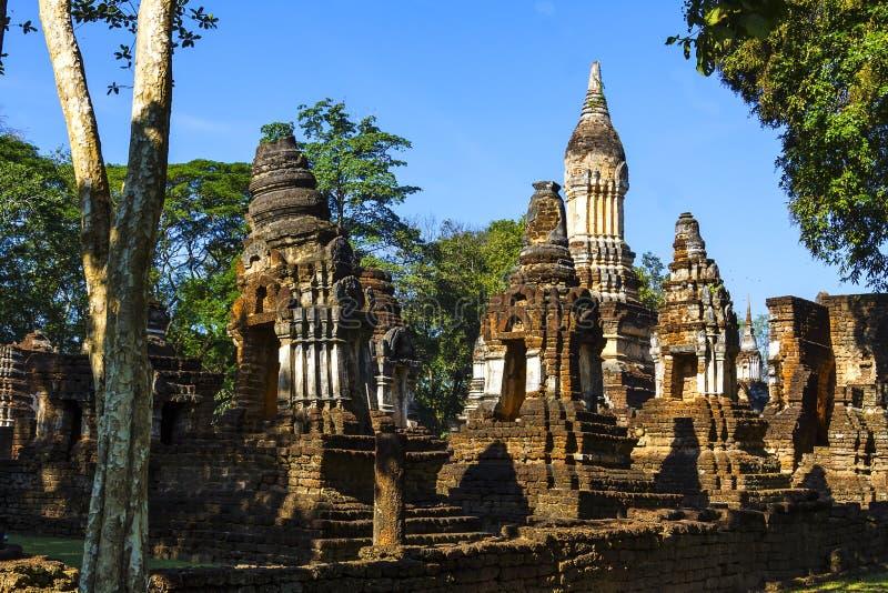 Arquitetura velha de Wat Chedi Chet Thaeo fotografia de stock