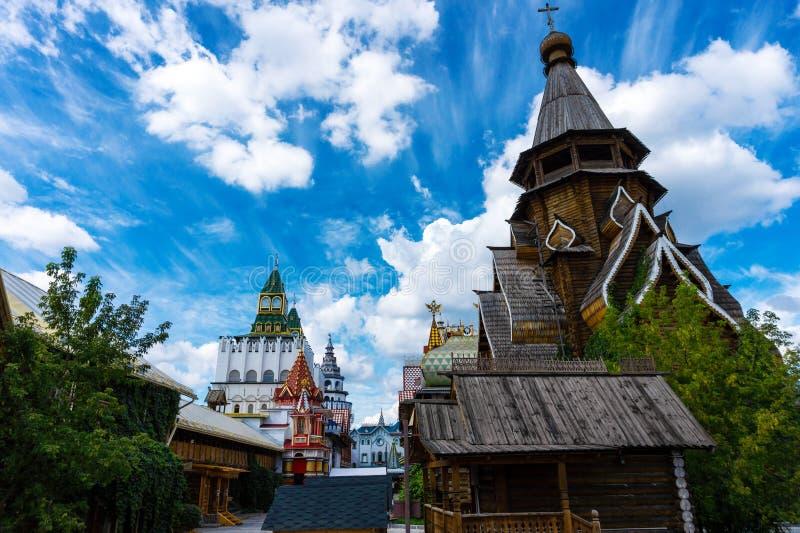 Arquitetura velha do russo, igreja de madeira ortodoxo em Moscou foto de stock