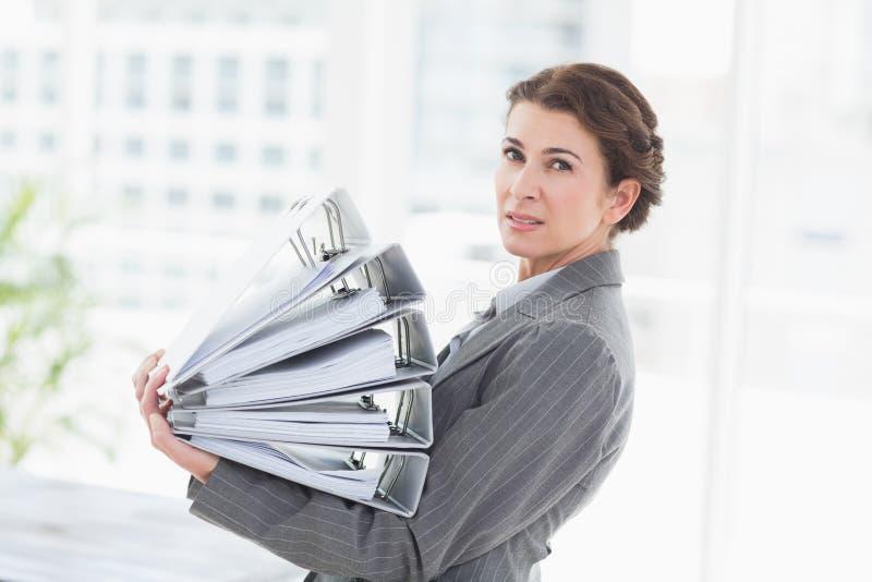 Arquivos de terra arrendada da mulher de negócios imagens de stock