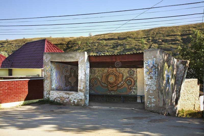 Arrêt d'autobus dans Trebujeni moldau photographie stock libre de droits