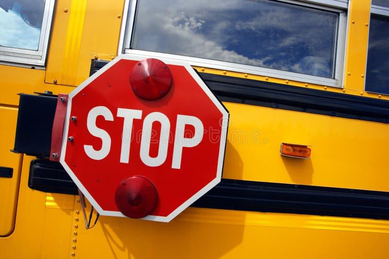 Arrêt d'autobus scolaire photo stock
