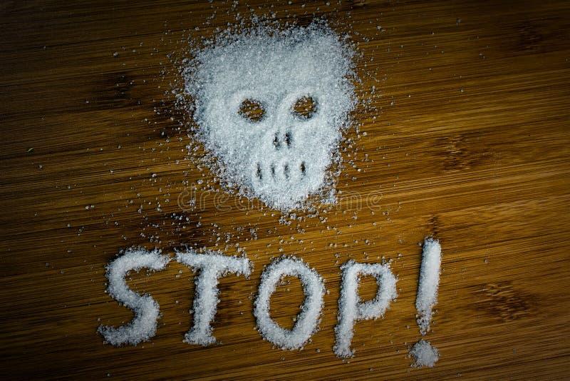 Arrêt d'inscription de crâne de sucre sur la table images stock