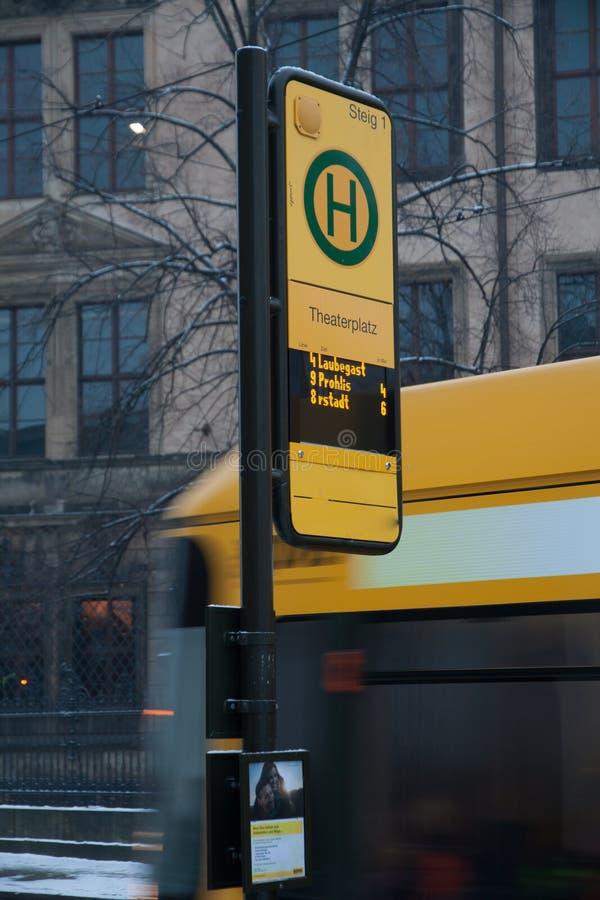 Arrêt de tram à Dresde images stock
