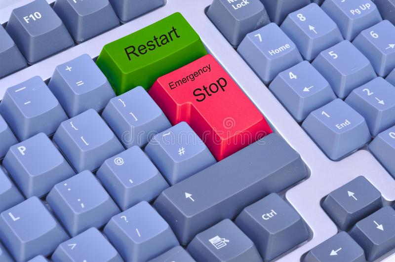 Arrêt et relancement d'urgence sur un clavier d'ordinateur photographie stock