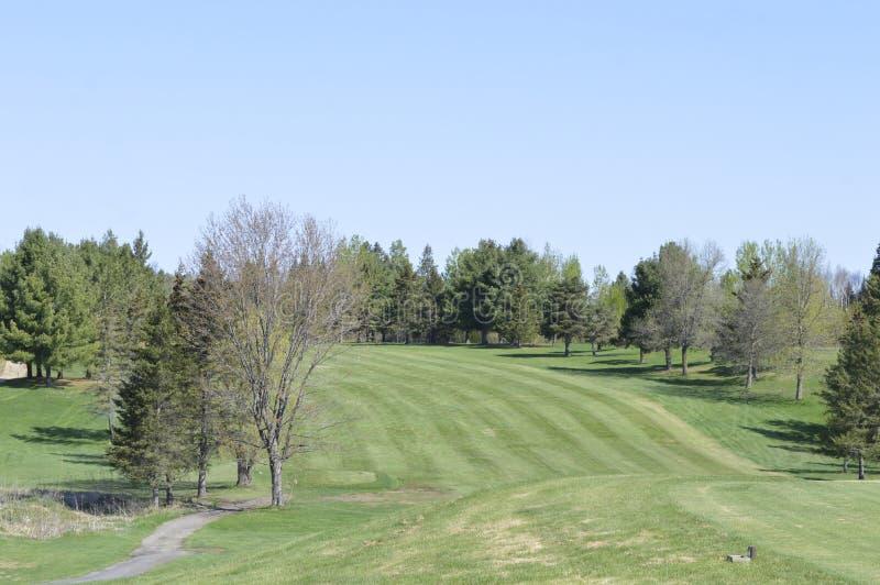 Arrêt pour admirer la beauté sur un terrain de golf occidental du Québec photos libres de droits
