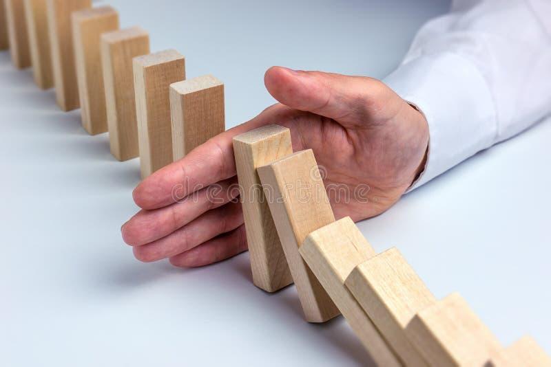 Arrêtez l'effet de domino photos stock