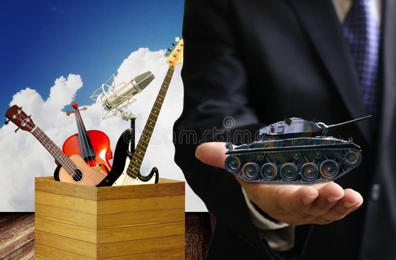 Arrêtez la guerre et jouez la musique images libres de droits