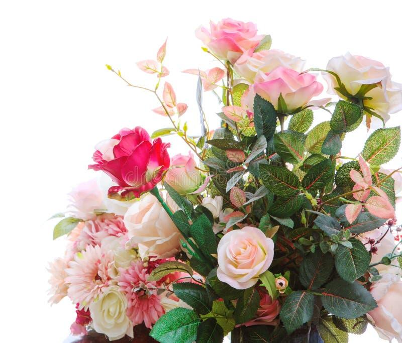 Arragngement artificial bonito do ramalhete das flores das rosas imagem de stock royalty free