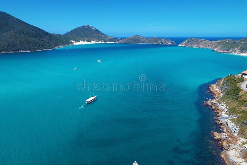Arraial do Cabo, Brazilië: Satellietbeeld van een blauwe overzees en een duidelijk weer royalty-vrije stock foto