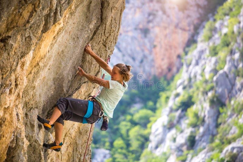 Arrampicata ed alpinismo nel parco nazionale di Paklenica immagine stock libera da diritti
