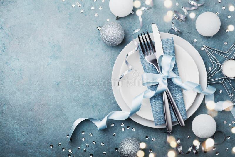 Arrangement élégant de table de Noël pour la vue supérieure de dîner de vacances L'espace vide pour le texte Effet de Bokeh images libres de droits