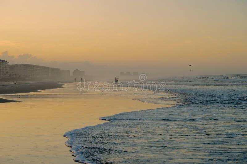 Arrangement de The Sun sur la plage photo libre de droits