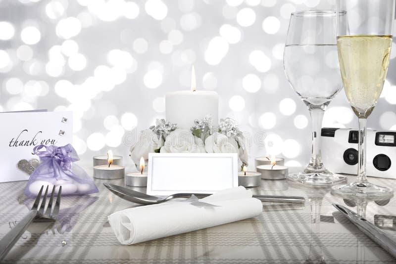 Arrangement de table de dîner de mariage photo stock