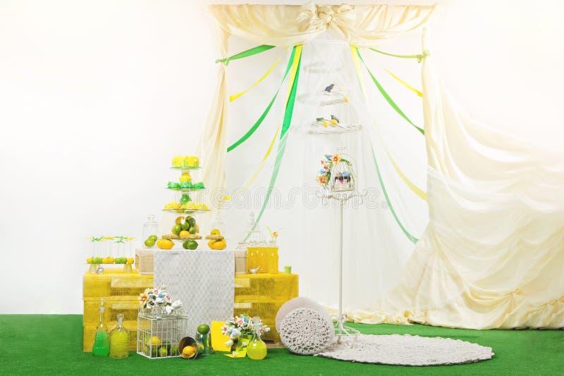 Arrangement de table de dessert de mariage image stock