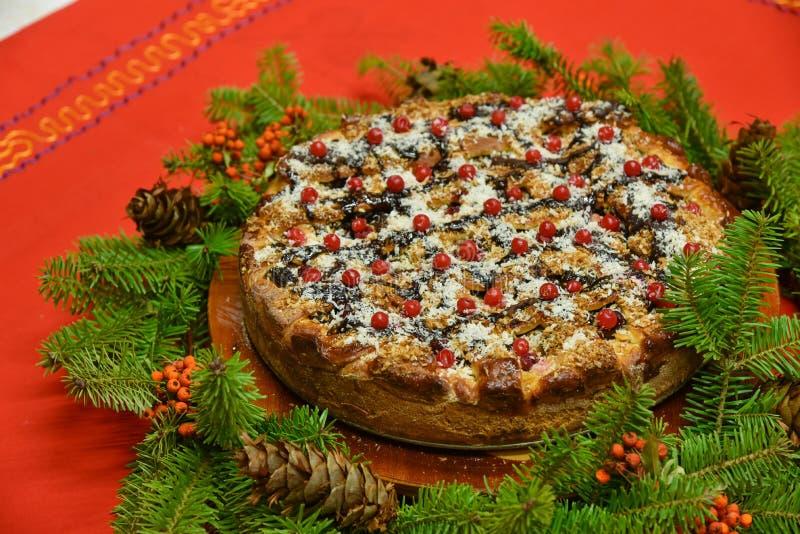 Arrangement de table de gâteau de Noël images stock