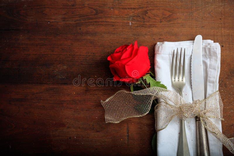 Arrangement de table de jour du ` s de Valentine images stock