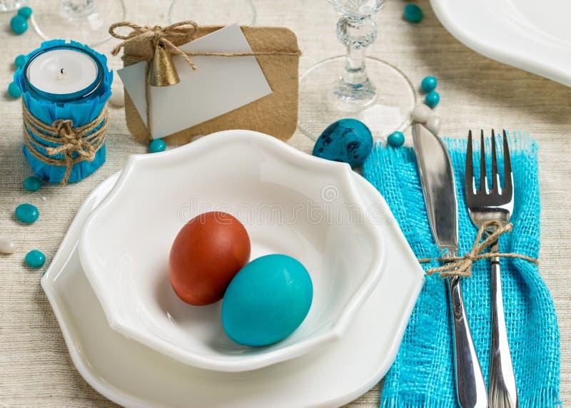 Arrangement de table de Pâques de décoration dans des tons bleus image libre de droits