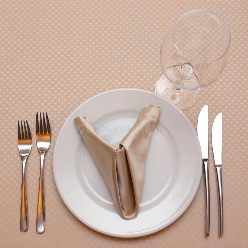 arrangement de table en plan rapproch? de restaurant tableware photographie stock