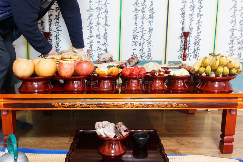 Arrangement de Tableau avec de divers fruits et nourritures pour des vacances traditionnelles coréennes images stock