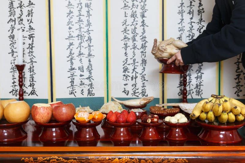 Arrangement de Tableau avec de divers fruits et nourritures pour des vacances traditionnelles coréennes image stock