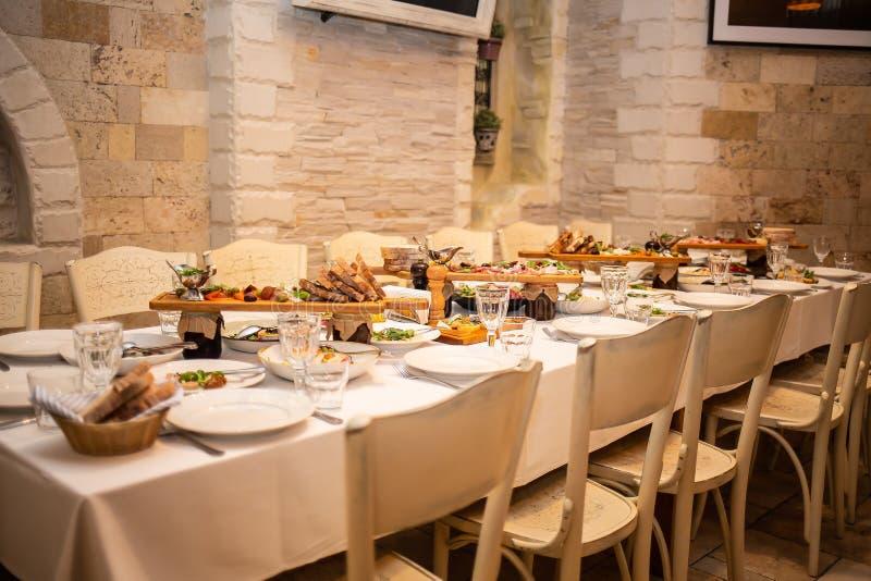 Arrangement de Tableau dans un restaurant photographie stock libre de droits