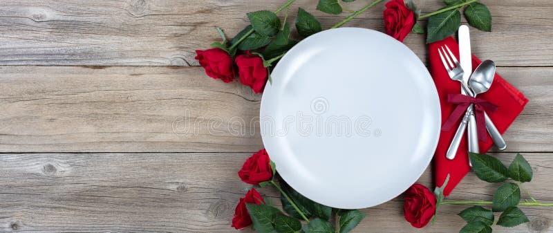 Arrangement Romanic de table de dîner pour la saison des vacances image stock